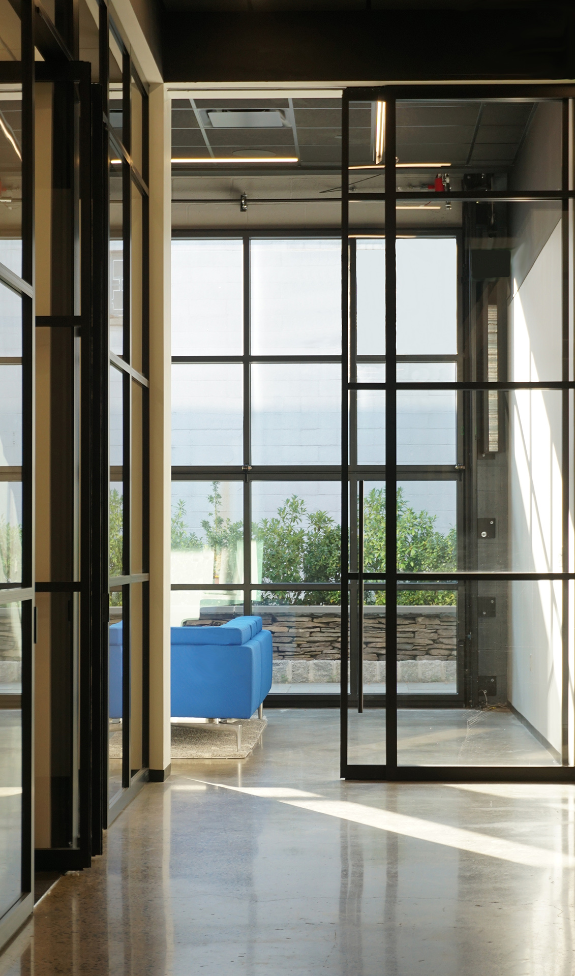 Modernfoldstyles Showroom Pk 30 And Renlita Exterior Vertical Folding Door