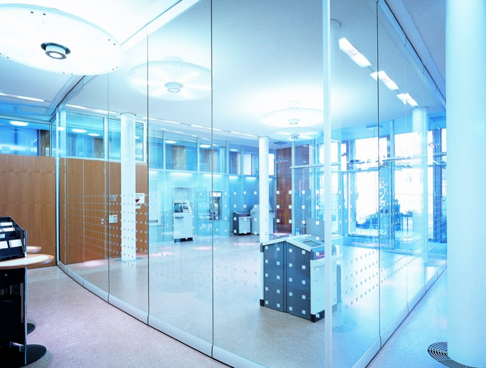 Compactline moveable glass walls