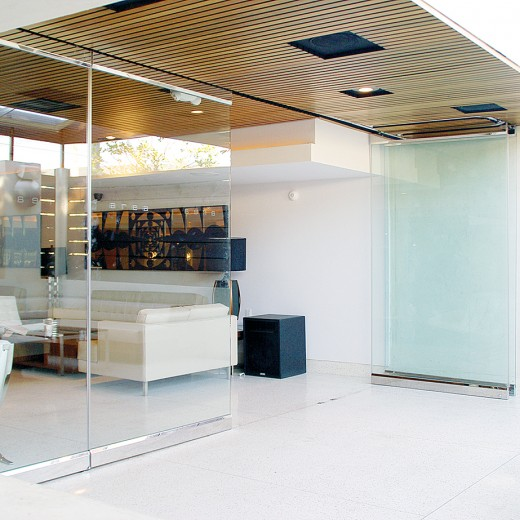 Glass wall systems by stylesglass modernfoldstyles for Collapsible glass wall