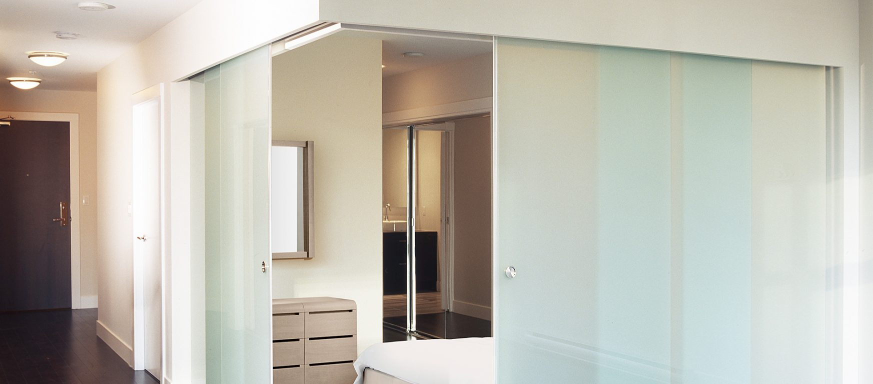 Klein Extendo Telescopic doors corner conditions