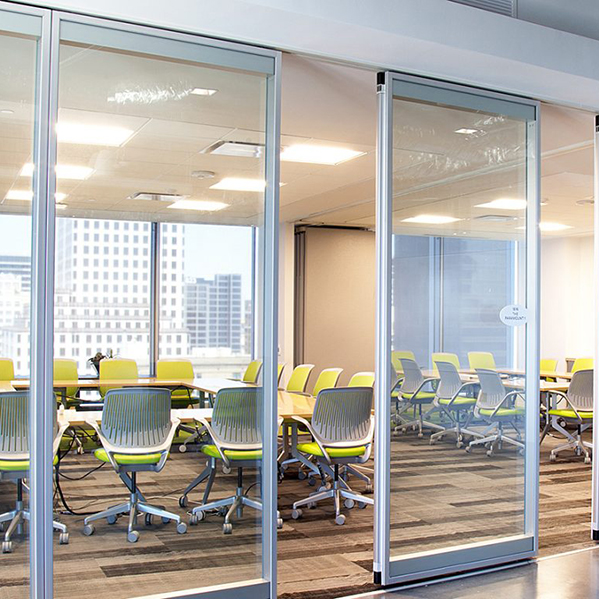 modernfold-acousti-clear-room-partitions