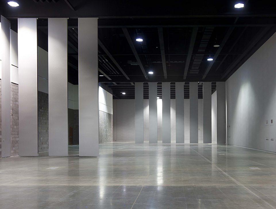 modernfold encore single panel with pass doors