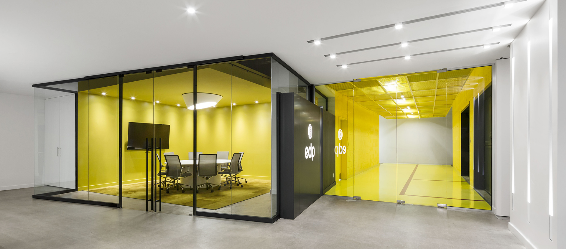 Product Highlight: moodwall P2 Frameless Glass Wall System