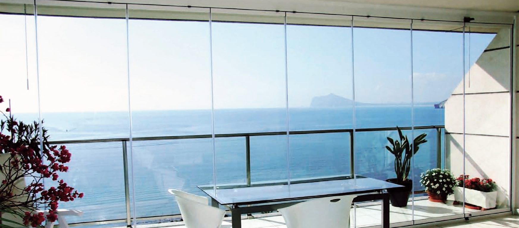 Sunflex SF25 slide and turn glass walls